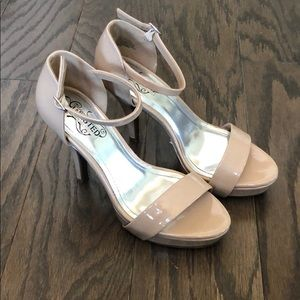Kenneth Cole Nude heels size 7